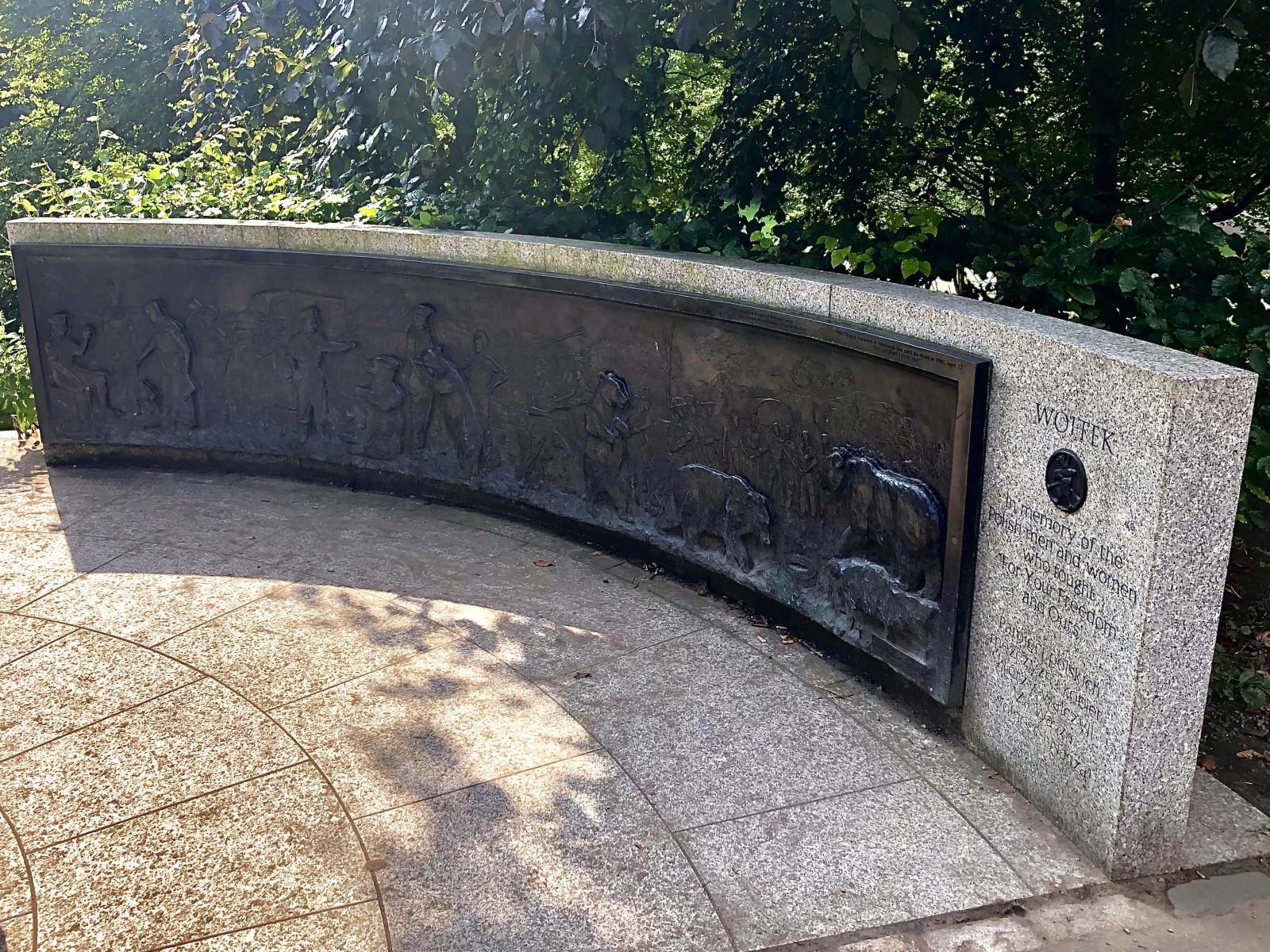 Wojtek The Soldier Bear Memorial
